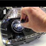 Как отрегулировать фары грузовика Silverado 2005 года