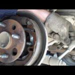 Как отрегулировать задние тормоза Toyota Echo