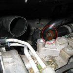 Как поменять термостат в Dodge Intrepid
