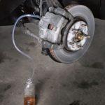 Как прокачать тормоза с АБС на Ford F150 2005 года