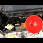Как слить и заменить охлаждающую жидкость двигателя для Silverado 2005 года