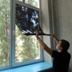 Как снять наклейку с тонированного окна