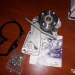 Как снять водяной насос с двигателя Ford 4.9