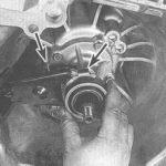 Как снять защитный выключатель педали сцепления с Honda Accord