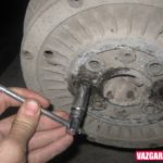 Как снять застрявшие тормозные барабаны