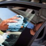 Как убрать тонировку стекла автомобиля без повреждения заднего антиобледенителя