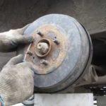 Как заменить барабанные тормоза на F-150 1997 года