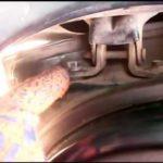 Как заменить дверную петлю на Dodge Ram