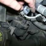 Как заменить катушку зажигания в GMC Sierra