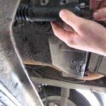 Как заменить комплект рабочего цилиндра сцепления в пикапе Nissan