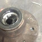 Как заменить подшипники и обоймы переднего колеса на Ford F150