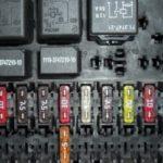 Как заменить предохранители в Ford Mustang