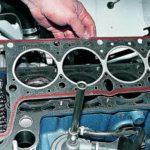 Как заменить прокладку головки двигателя на двигателе Chevy 350
