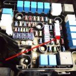 Как заменить реле сигнала поворота в Hyundai Santa Fe