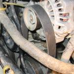Как заменить ремень генератора переменного тока на Ford Festiva
