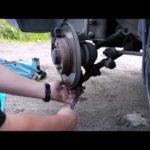 Как заменить шаровой шарнир в грузовике Chevy