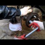 Как заменить шпильку колеса в GMC Sierra