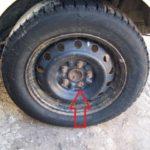Как заменить шпильку колеса в Toyota Corolla