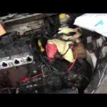 Как заменить стартер в 2005 году Dodge Neon