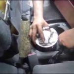 Как заменить топливный фильтр на Гран-при Pontiac 1999 года