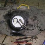 Как заменить топливный насос на Dodge Intrepid