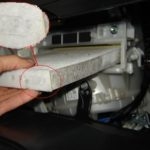 Как заменить воздушный фильтр в салоне Toyota Corolla 2007 года