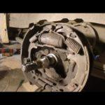 Как заменить задние дисковые тормоза на Dodge Caravan