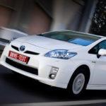 Какова средняя мили и жизнь Toyota Prius?