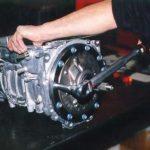 Каковы причины залипания механической коробки передач в обратном направлении?