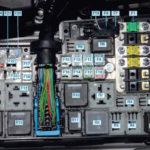 Расположение реле реле сигнала поворота в Ford Expedition 2001 года