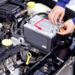 Разряженный автомобиль разряжает аккумулятор?