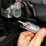 Снятие выключателя зажигания GM